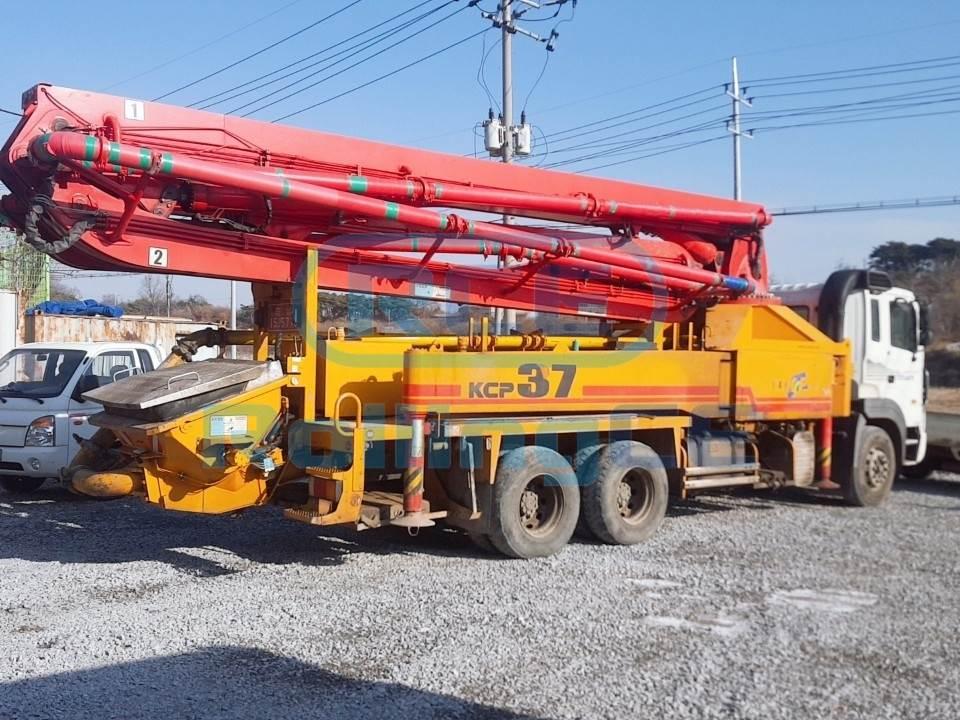 Concrete Pumps 콘크리트 펌프카 Xe bơm bê tông KCP KCP37RX170 images