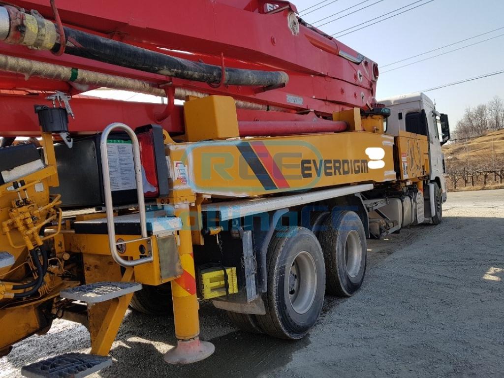 Concrete Pumps 콘크리트 펌프카 Xe bơm bê tông EVERDIGM 45CX images
