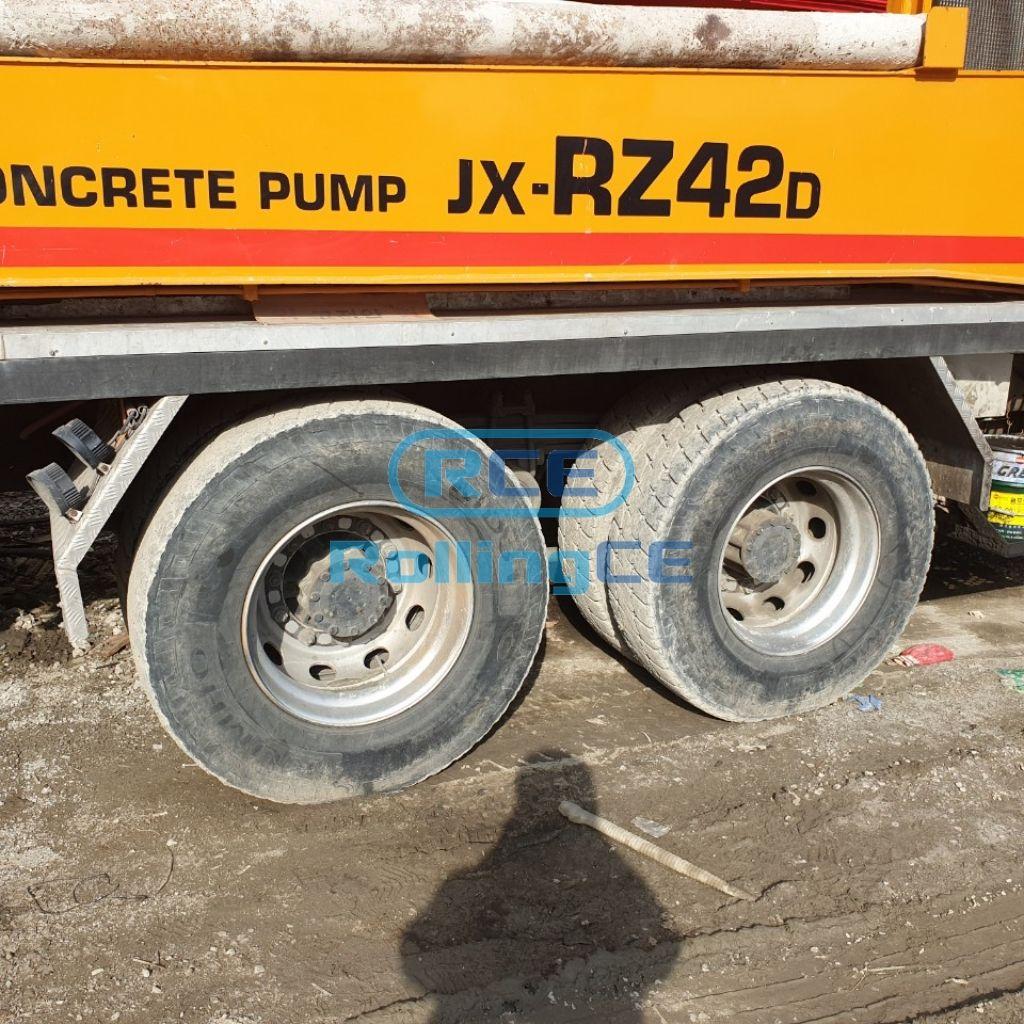 Concrete Pumps 콘크리트 펌프카 Xe bơm bê tông JUNJIN JX-R42D images